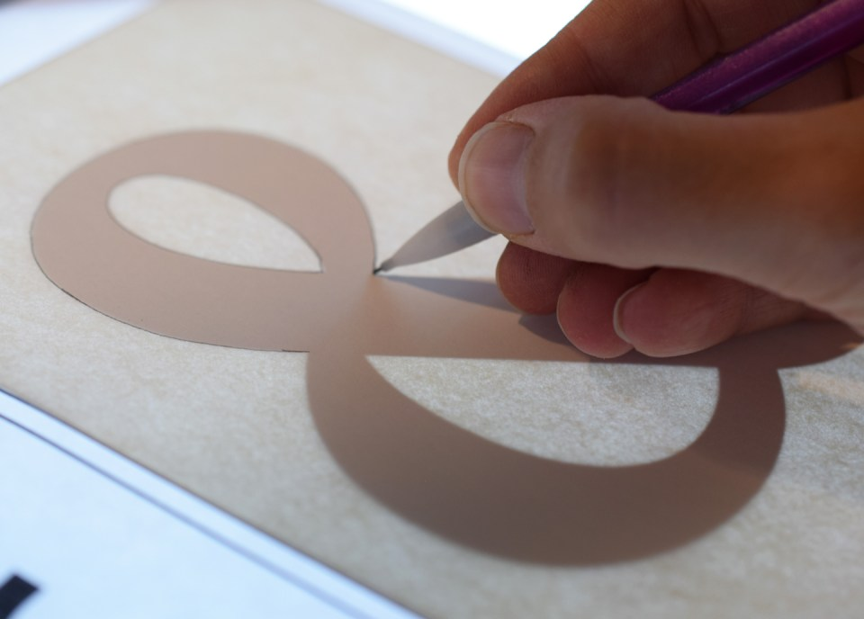 Tracing the ampersand outline using a light box