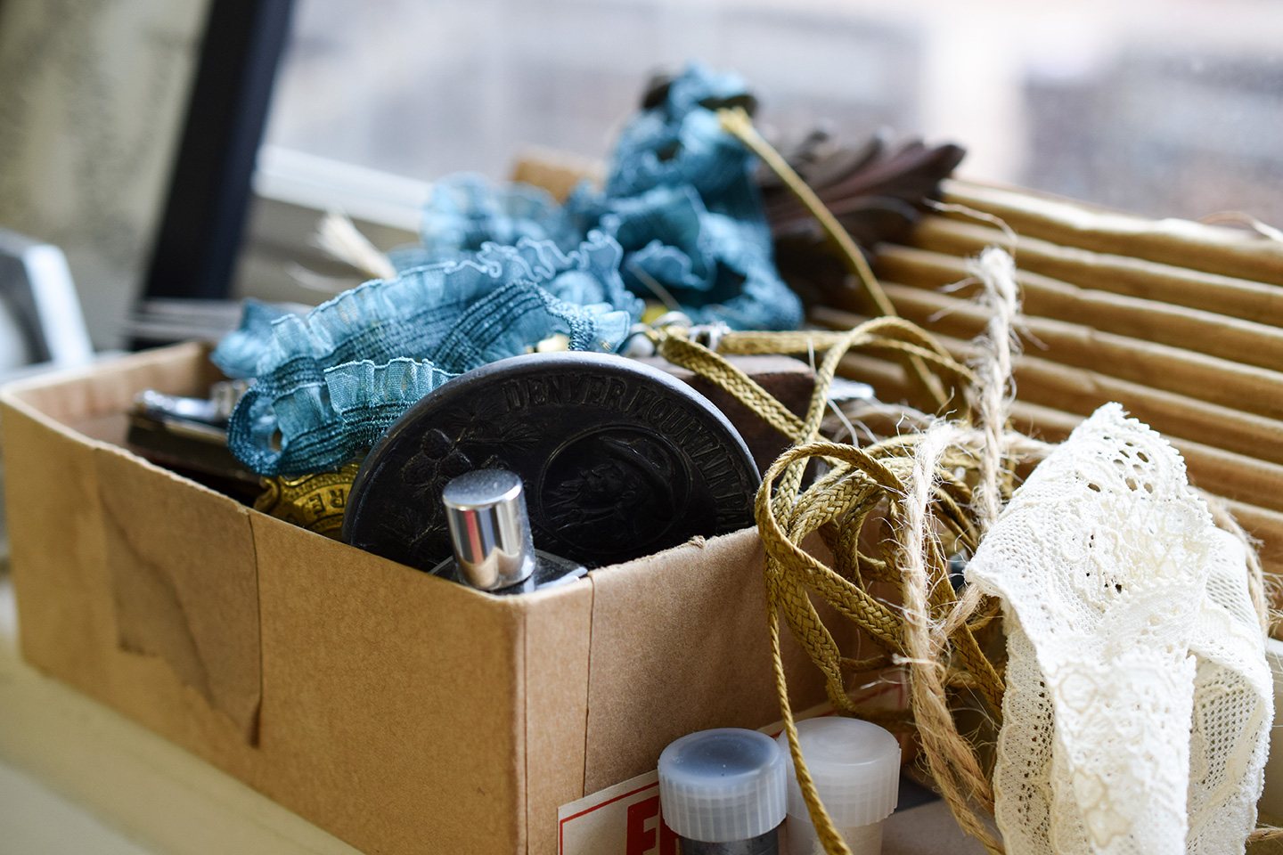 6 Art + Calligraphy Product Photography Tips from a DIY Photographer | The Postman's Knock