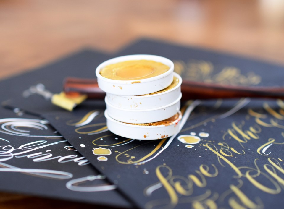 How to Write Gold Calligraphy With Finetec Watercolors