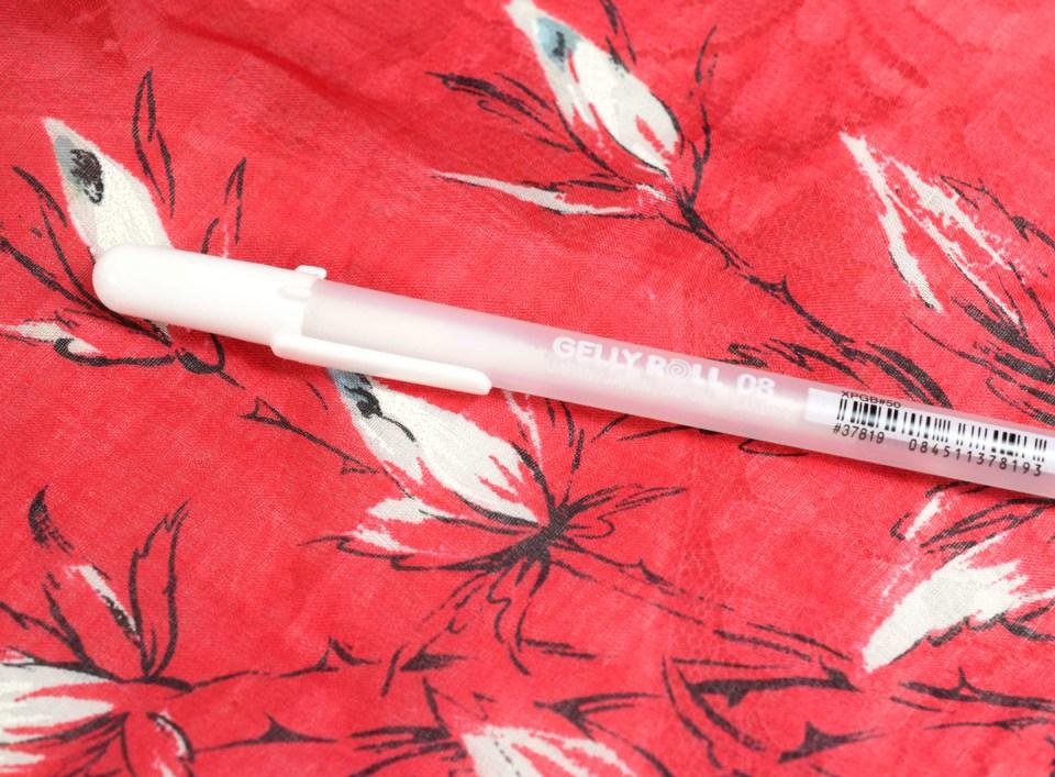 Sakura Gelly Roll White Pen