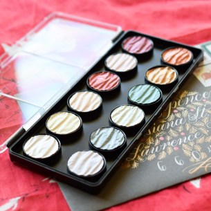 The Finetec Pearl Colors palette is coveted for its ability to make gorgeous metallic calligraphy!