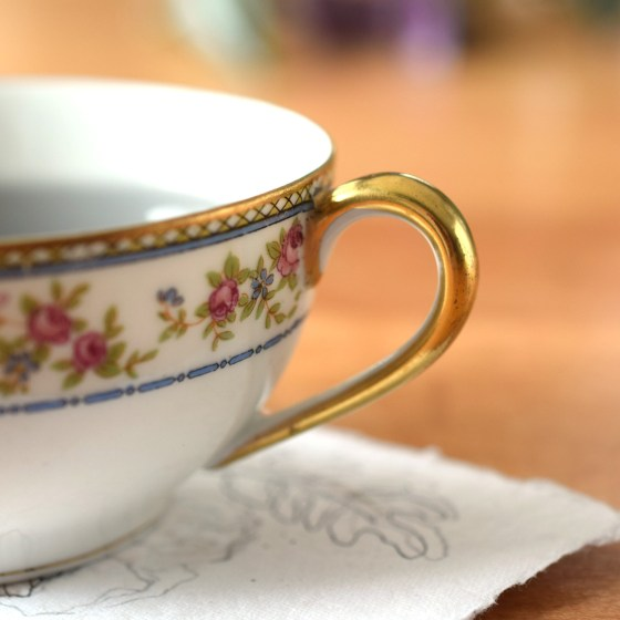 Each cup features a coin gold rim and handle.