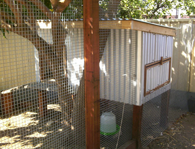 8 Free Chicken Coop Plans Made From Recycled Material