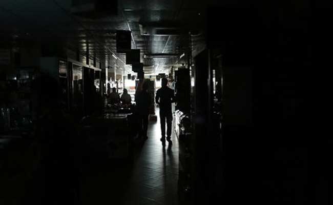 bangladesh_blackout_AP_650