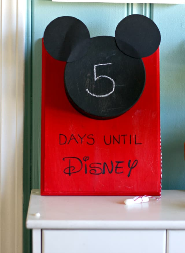 An easy and fun Disney World countdown calendar. A creative way to countdown the days until your big trip!