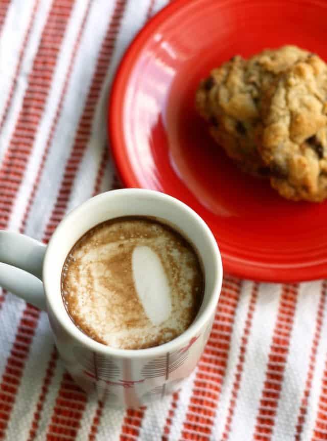 vegan hot cocoa with marshmallows