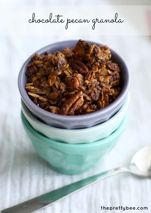 Chocolate pecan granola recipe on theprettybee.com