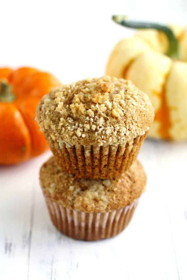 Pumpkin muffins with streusel topping. These are so perfect for fall mornings! #vegan