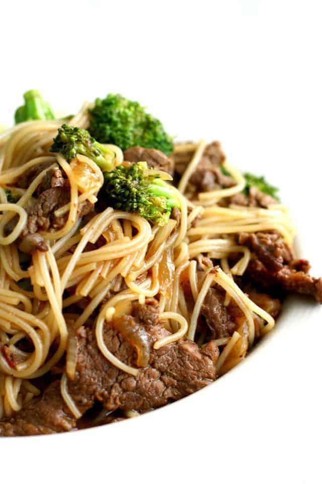 Simple beef broccoli teriyaki noodle bowls - like takeout, but tastier! #glutenfree