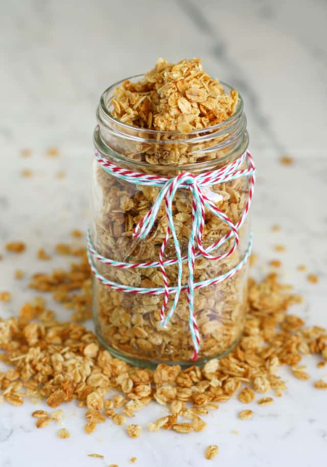 Easy and tasty coconut granola recipe - delicious and makes a great gift!