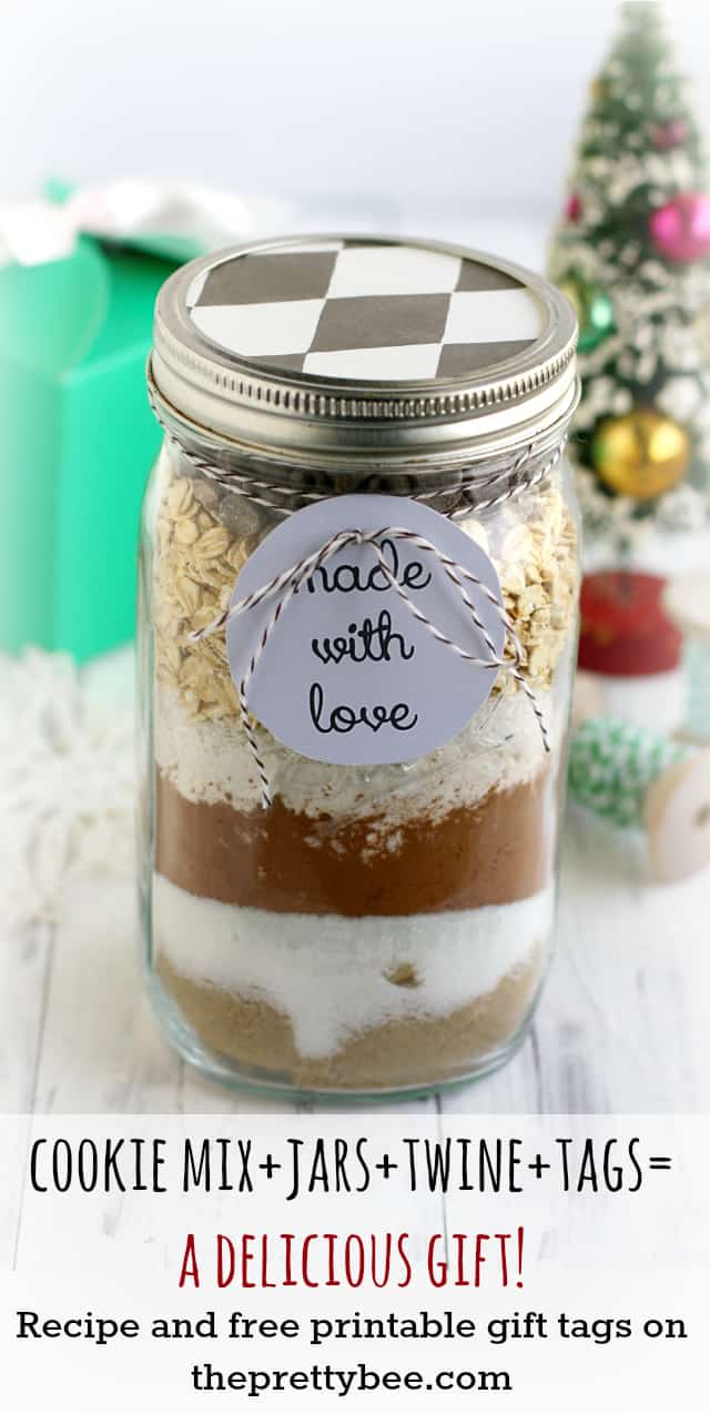 Make someone very happy with a gift of jarred double chocolate oatmeal cookie mix! Printable tags and recipe cards included on theprettybee.com #christmas