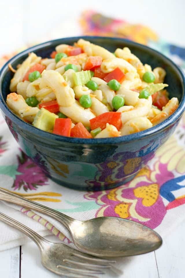 A colorful vegan macaroni salad made with lots of fresh vegetables and a creamy dressing. #vegan