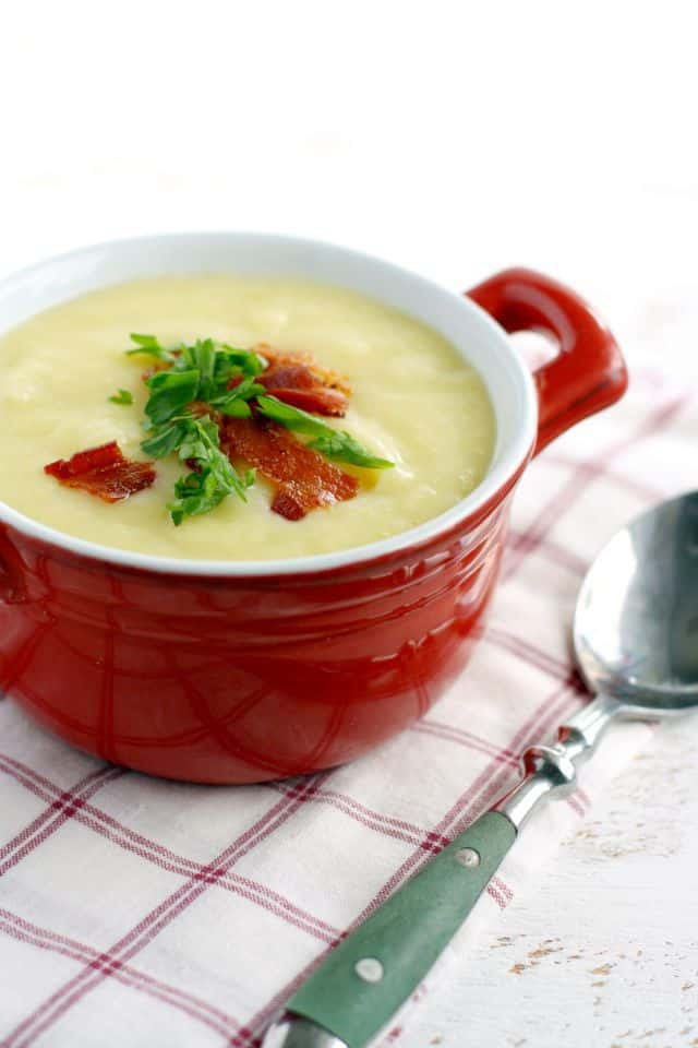 Fall is in the air! This is the perfect creamy potato soup to make for those chilly evenings. Potato leek soup topped with bacon is a family favorite everyone loves!
