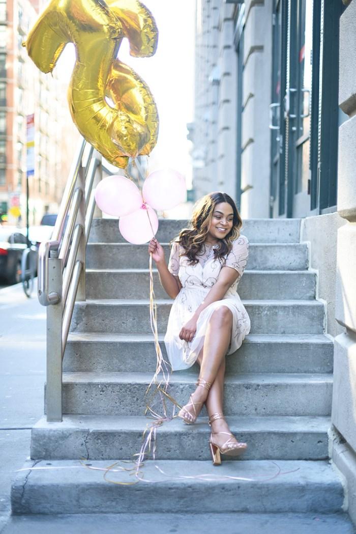 25th birthday, NYC blog, NYC blogger, balloons, blogger with balloons, birthday blog, black girl bloggers, pink and gold balloons