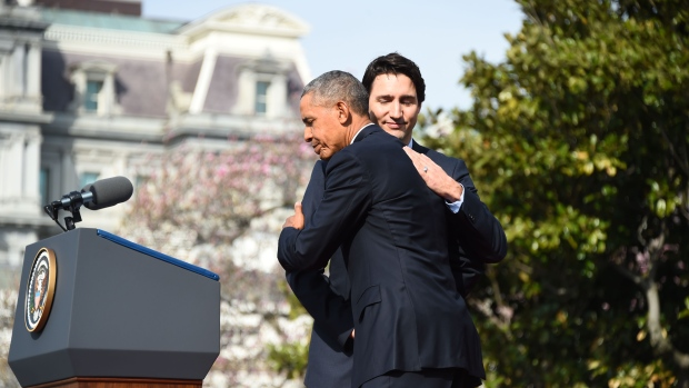obama-trudeau-hug