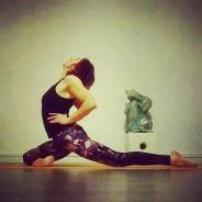 16-11-eka-pada-raja-kapotasana-rosa-tagliafierro-ashtanga-yoga-italia