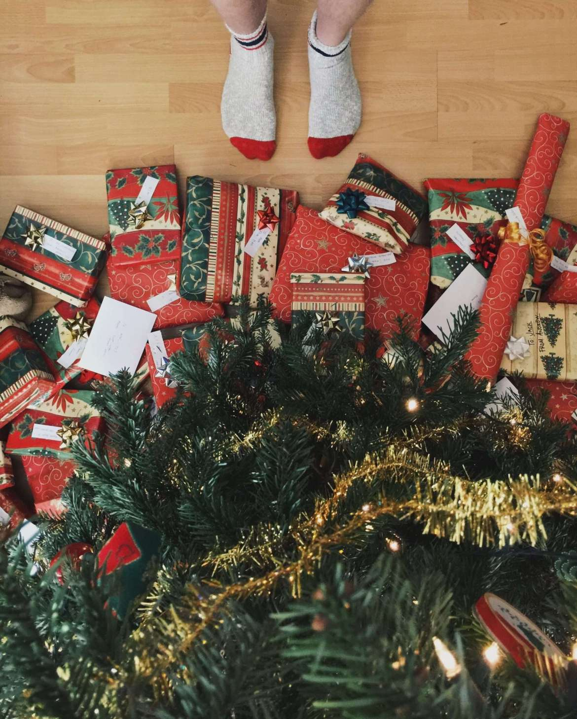 Avoid stress at Christmas time - Lots of gifts under the Christmas tree!