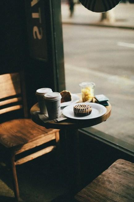 travel hacks breakfast cafe