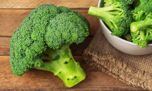 Fresh broccoli - one of the 8 essential superfoods for weight loss - find out what the other 7 are in this surprising article!   the Progress app