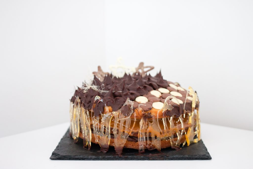 Chocolate and caramel ombre cake - The Project Lifestyle
