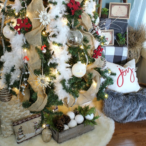 A Christmas Tree Decor Blog Hop & My Snowy-Christmas, Inspired Tree!