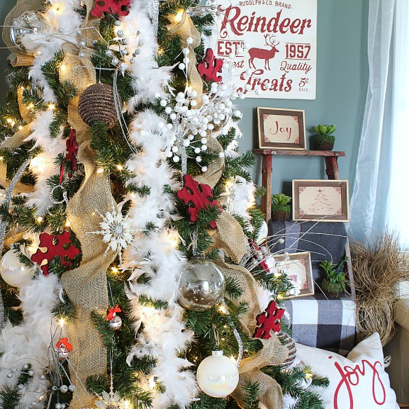 A Christmas Tree Decor Blog Hop & My Snowy-Christmas, Inspired Tree!