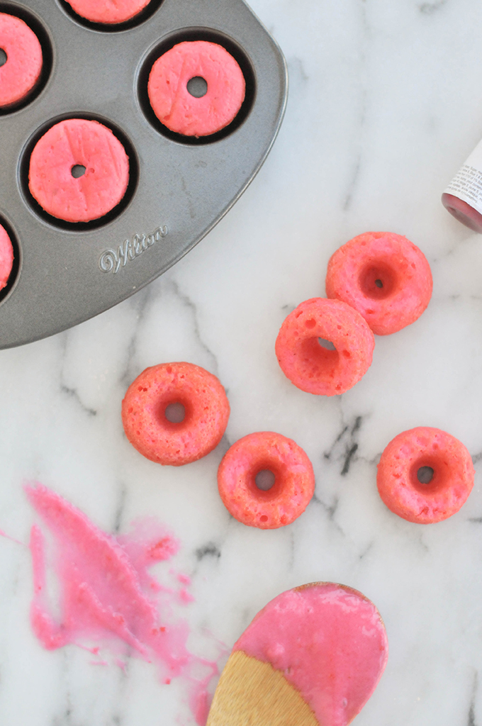 Taste It \ Pink Strawberry Mini Donuts