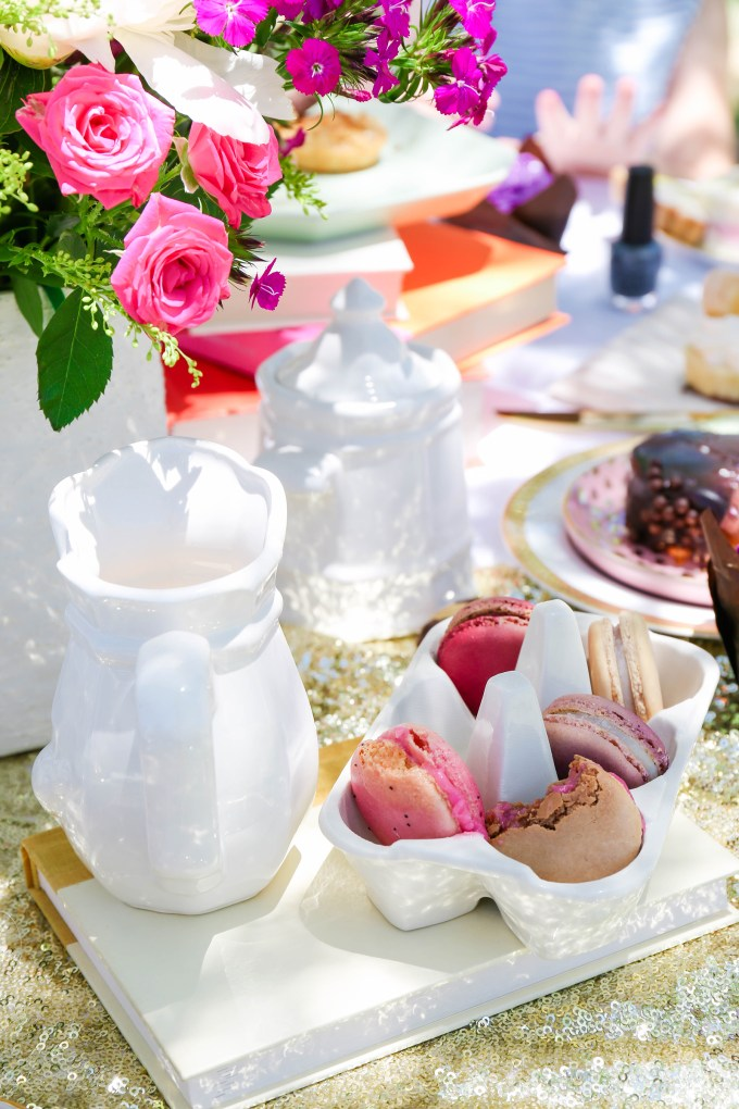 Alice In Wonderland Tea Party by @theproperblog