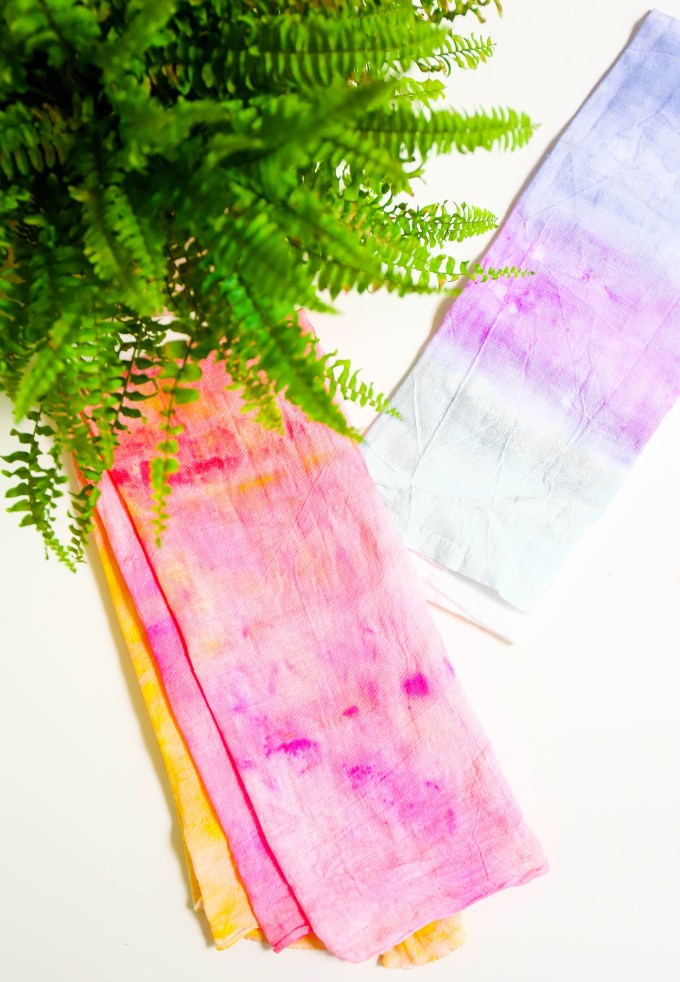 #MakeIt \\ Easy Ombre Tea Towel Hack