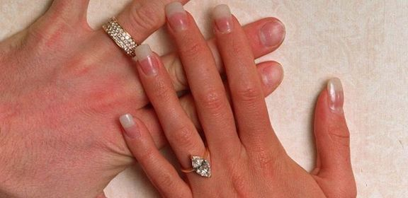 victoria-beckhams-engagement-rings-marquise1