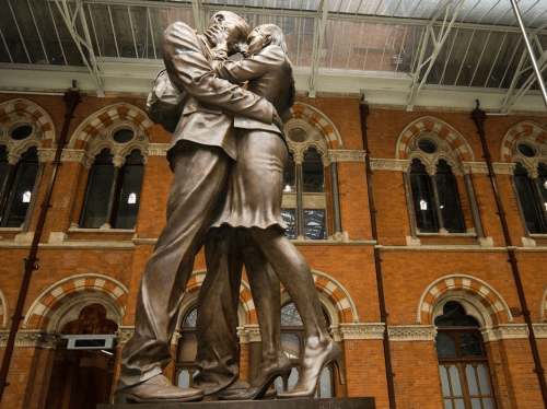 Kissing statue in St Pancras