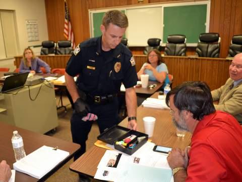 Chief Miller Displays Heroin Kit for Mayor Stagner