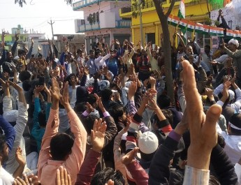 सीएए के खिलाफ धरना से पुलिस व प्रशासन में खलबली , धरना स्थल पर डाला टैंकरों से पानी,धारा 144 लागू