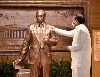 उपराष्ट्रपति ने कहा : भ्रष्टाचार से लड़ाई में सरकार, सिविल सोसायटी व नागरिकों को साथ आना होगा