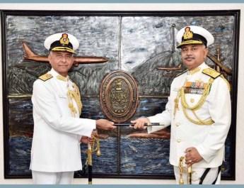 वाइस एडमिरल अजेंद्र बहादुर सिंह ने फ्लैग ऑफिसर कमांडिंग-इन-चीफ, ईएनसी का पद संभाला