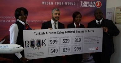 Turkish Arlines Country Manager with some staff at the launch