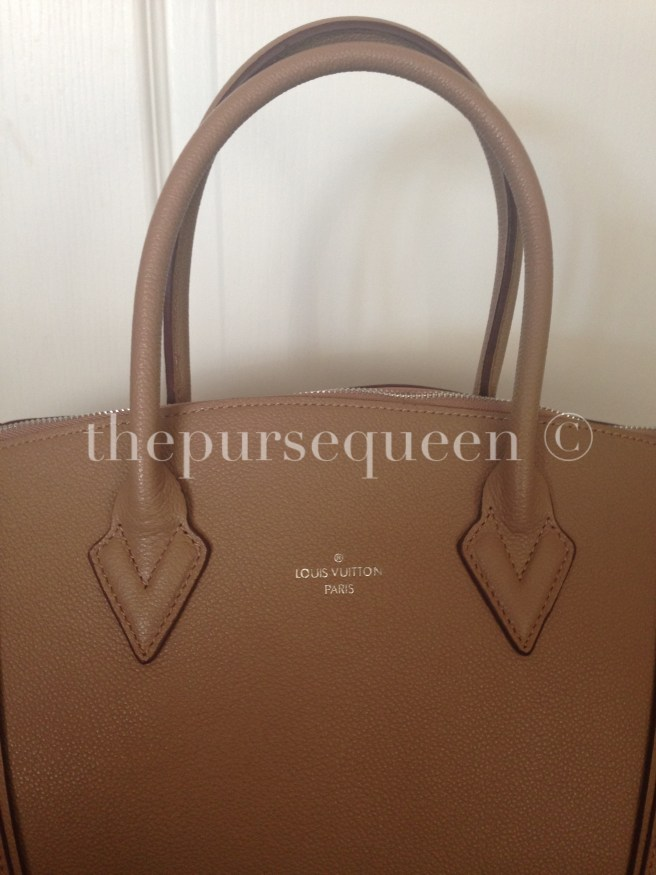 louis vuitton soft lockit beige replica vs authentic fake vs real 4 logo