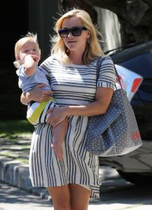 reese-witherspoon-goyard-st-louis-tote