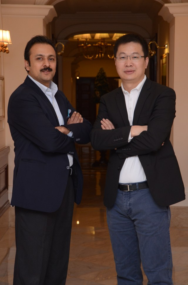 Arvind.R.Vohra, Country CEO & MD, Gionee India with William Lu, President, Gionee.