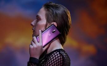 OnePlus 6T Thunder Purple Lifestyle Image