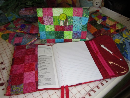 Tutorial shows how to cover a composition notebook with quilted fabric