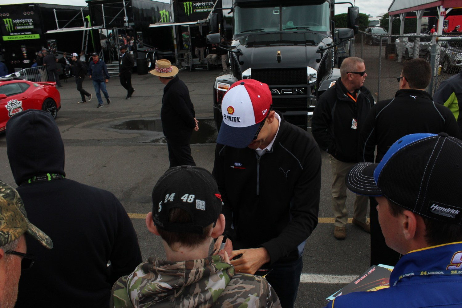 Joey Logano signs autographs ahead of the 2018 Pocono 400. (Tyler Head | The Racing Experts)