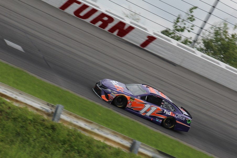 Denny Hamlin races during the 2018 Pocono 400. (Tyler Head | The Racing Experts)