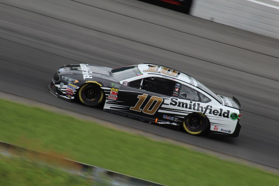 Aric Almirola races during the 2018 Pocono 400. (Tyler Head | The Racing Experts)