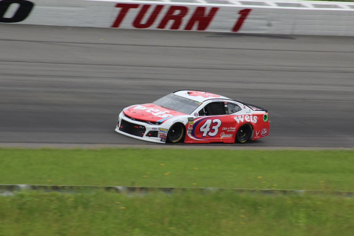 Darrell Wallace Jr. races during the 2018 Pocono 400. (Tyler Head | The Racing Experts)