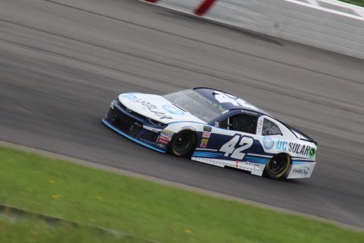 Kyle Larson races during the 2018 Pocono 400. (Tyler Head | The Racing Experts)
