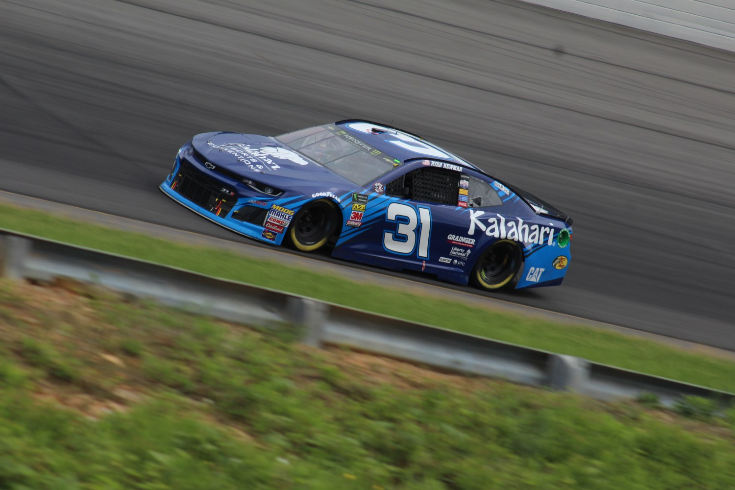 Ryan Newman races during the 2018 Pocono 400. (Tyler Head | The Racing Experts)