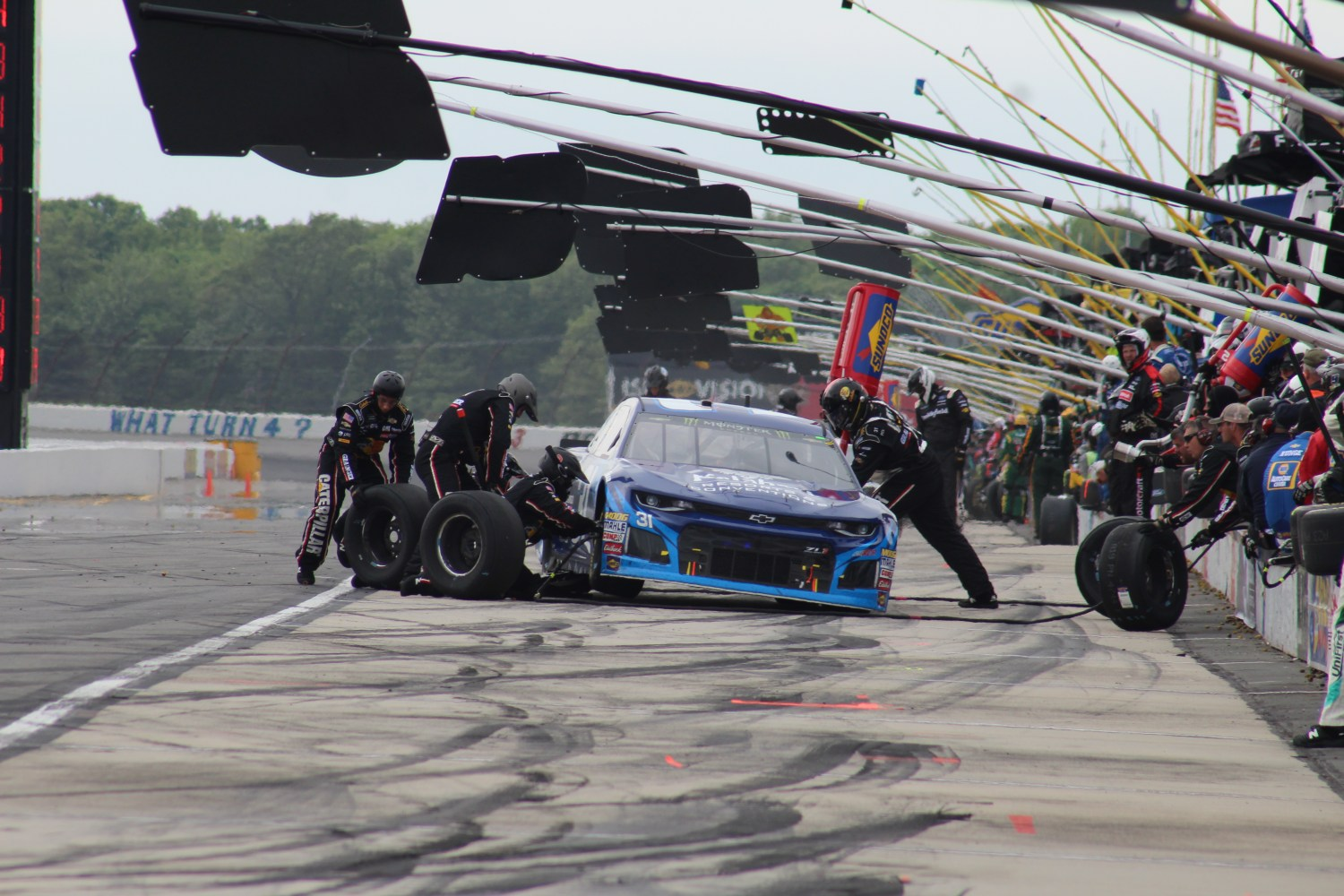 Ryan Newman's car receives service during the 2018 Pocono 400. (Tyler Head | The Racing Experts)