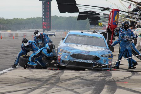Kevin Harvick's car receives service during the 2018 Pocono 400. (Tyler Head | The Racing Experts)