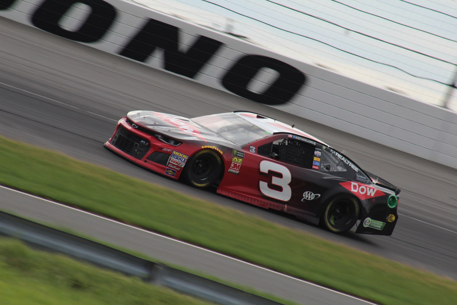 Austin Dillon races during the 2018 Pocono 400. (Tyler Head   The Racing Experts)